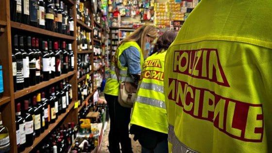 Blitz antialcol Santa Croce, chiusi 5 negozi