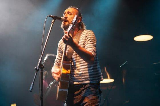 Erriquez, una targa in ricordo del cantante