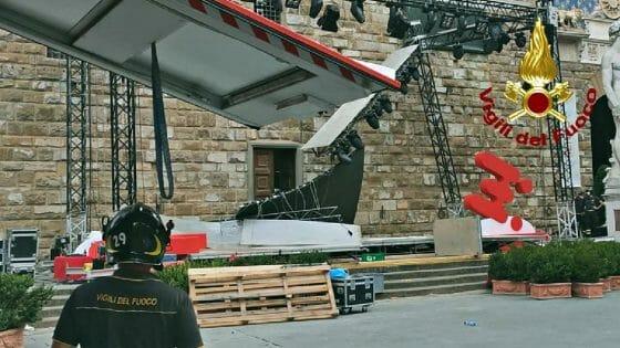 Crollo di parte del palco sotto Palazzo Vecchio, un ferito
