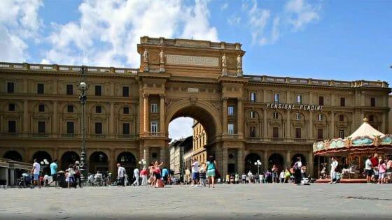 'Open day' per vaccinarsi in piazza a Firenze