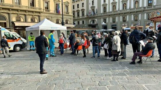 🎧 Vaccinazione in Piazza Repubblica, coda sin dall'apertura